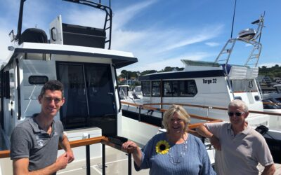 Wessex Marine donate £1,000 to Lewis-Manning Hospice Care